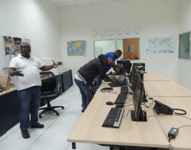Quantas pessoas usam internet, telemóvel ou computador em Angola?
