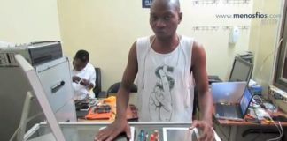 Reparação do iPad 2 no Mercado dos Congoleses