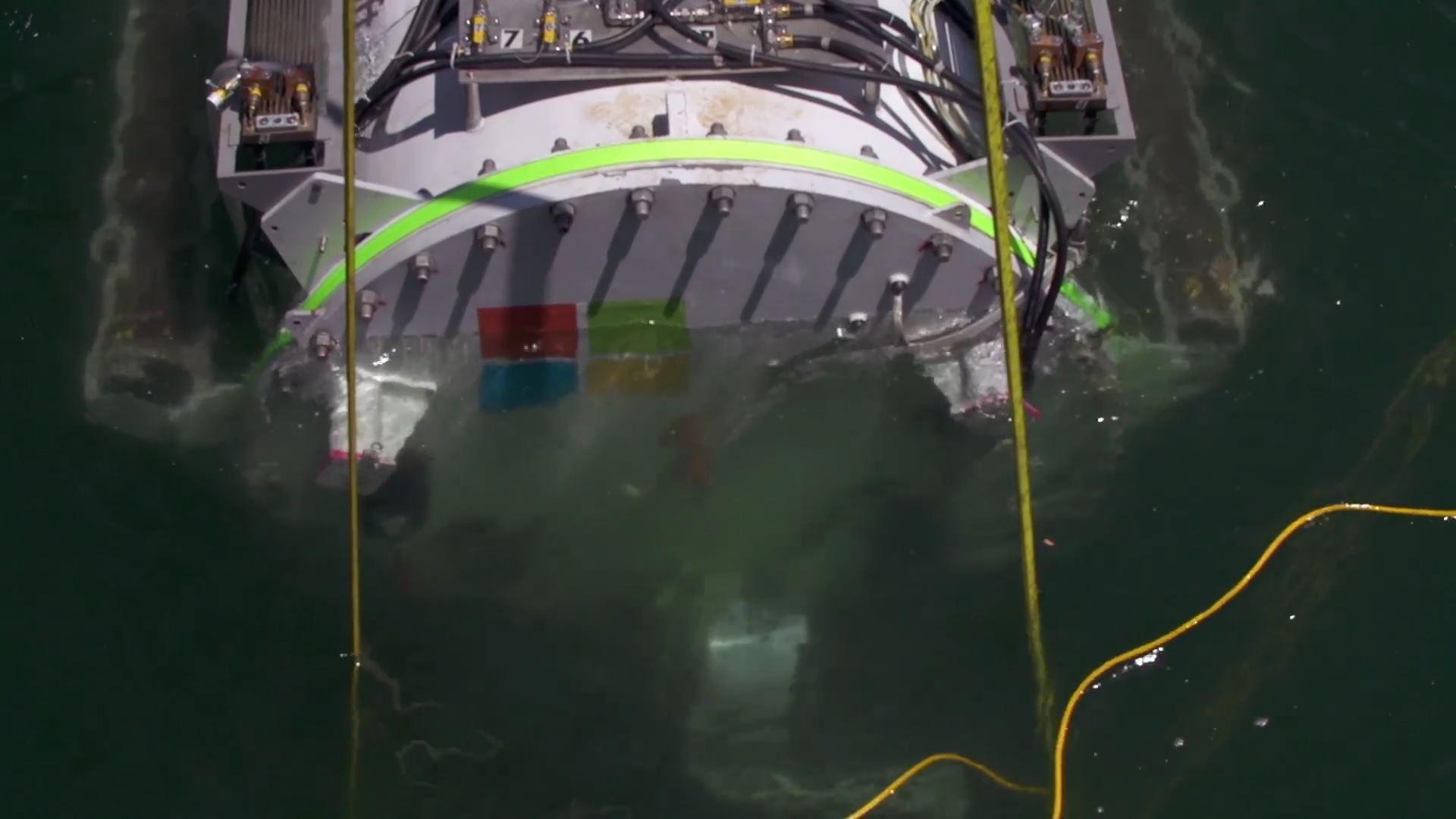 Microsoft's underwater datacenter Project Natick[1].mp4_000095119
