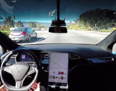 [Vídeo] Este carro não usa gasolina, não precisa de condutor e pode ir estacionar sozinho